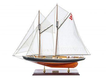Maquette d'exposition entièrement montée - Mistral Maquettes – Bluenose - 81 cm - vue latérale bâbord