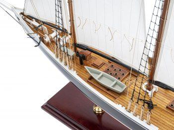 Maquette d'exposition entièrement montée - Mistral Maquettes – Bluenose - 81 cm - vue plongeante bâbord avant