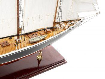 Maquette d'exposition entièrement montée - Mistral Maquettes – Bluenose - 81 cm - vue plongeante tribord avant