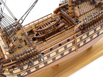 Maquette de collection - Mistral Maquettes - La Bretagne - 92 cm - vue plongeante bâbord pont central