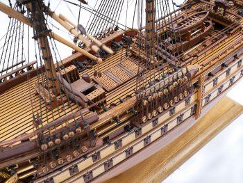 Maquette de collection - Mistral Maquettes - La Bretagne - 92 cm - vue plongeante tribord pont central
