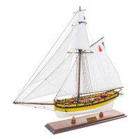 Maquette d'exposition entièrement montée - Mistral Maquettes - Le Renard - 64 cm - vue latérale bâbord avant