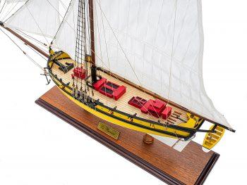 Maquette d'exposition entièrement montée - Mistral Maquettes - Le Renard - 64 cm - vue plongeante globale bâbord