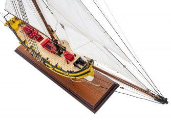 Maquette d'exposition entièrement montée - Mistral Maquettes - Le Renard - 64 cm - vue plongeante globale tribord