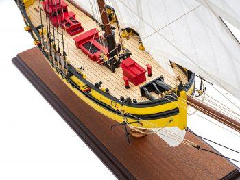 Maquette d'exposition entièrement montée - Mistral Maquettes - Le Renard - 64 cm - vue plongeante tribord proue