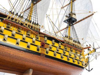Maquette d'exposition entièrement montée - Mistral Maquettes - Victory - 98 cm - Vue détaillée latérale tribord