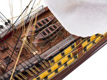 Maquette d'exposition entièrement montée - Mistral Maquettes - Victory - 98 cm - Vue plongeante pont central