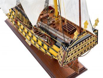 Maquette d'exposition entièrement montée - Mistral Maquettes - Victory - 98 cm - Vue plongeante poupe