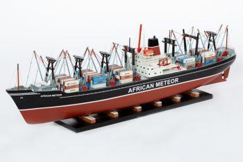 Maquette de collection montée du porte container African Meteor (82 cm), vue d'ensemble babord