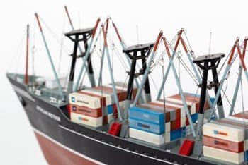 Maquette de collection montée du porte container African Meteor (82 cm), vue détaillée de la proue