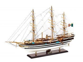 Maquette d'exposition entièrement montée - Mistral Maquettes – Amerigo Vespucci - 90 cm – vue latérale bâbord avant