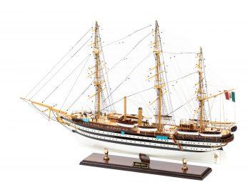 Maquette d'exposition entièrement montée - Mistral Maquettes – Amerigo Vespucci - 90 cm – vue latérale bâbord arrière