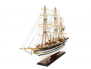 Maquette d'exposition entièrement montée - Mistral Maquettes – Amerigo Vespucci - 90 cm – vue globale bâbord avant