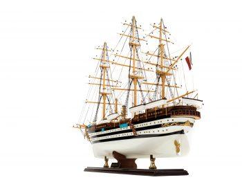 Maquette d'exposition entièrement montée - Mistral Maquettes – Amerigo Vespucci - 90 cm – vue globale bâbord poupe