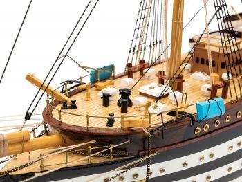 Maquette d'exposition entièrement montée - Mistral Maquettes – Amerigo Vespucci - 90 cm – vue bâbord détail pont avant