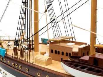 Maquette d'exposition entièrement montée - Mistral Maquettes – Amerigo Vespucci - 90 cm – vue bâbord pont avant