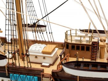 Maquette d'exposition entièrement montée - Mistral Maquettes – Amerigo Vespucci - 90 cm – vue bâbord pont central