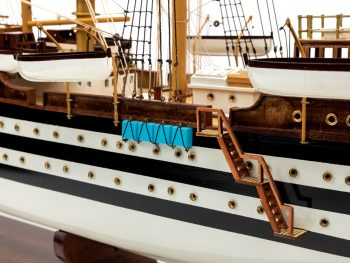 Maquette d'exposition entièrement montée - Mistral Maquettes – Amerigo Vespucci - 90 cm – vue détaillée bâbord