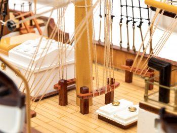 Maquette d'exposition entièrement montée - Mistral Maquettes – Amerigo Vespucci - 90 cm – vue détaillée pied de mât