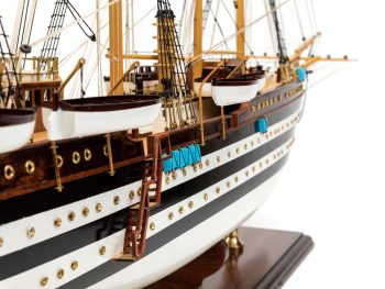 Maquette d'exposition entièrement montée - Mistral Maquettes – Amerigo Vespucci - 90 cm – vue détaillée tribord