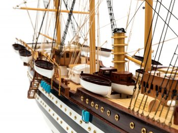 Maquette d'exposition entièrement montée - Mistral Maquettes – Amerigo Vespucci - 90 cm – vue tribord pont central