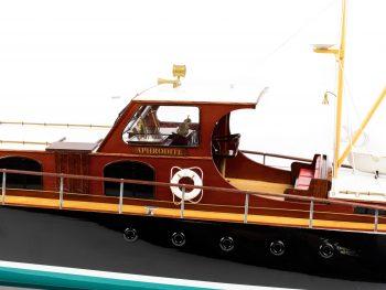 Maquette en bois entièrement montée - Mistral Maquettes – Yacht Aphrodite - 90 cm - vue bâbord pont central