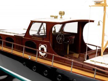 Maquette en bois entièrement montée - Mistral Maquettes – Yacht Aphrodite - 90 cm - vue bâbord cockpit
