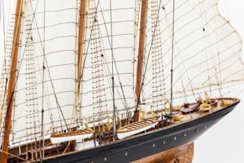 Maquette de collection montée de la goélette Atlantic (78 cm), gros plan vue arrière babord