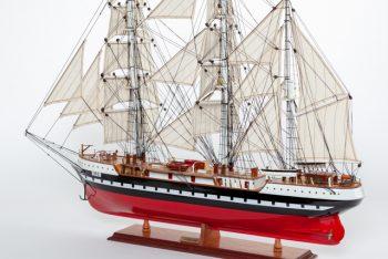 Maquette de collection montée du voilier Belem (90 cm), vue d'ensemble