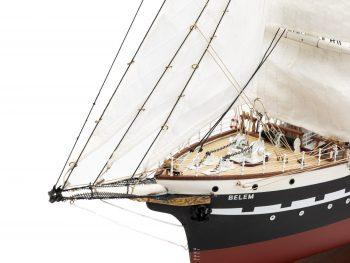 Maquette d'exposition entièrement montée – Mistral Maquettes - Belem (1/75 ème - 81 cm ) - vue bâbord beaupré