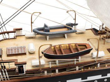 Maquette d'exposition entièrement montée – Mistral Maquettes - Belem (1/75 ème - 81 cm ) - vue embarcations pont central