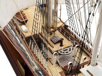 Maquette d'exposition entièrement montée – Mistral Maquettes - Belem (1/75 ème - 81 cm ) - vue détaillée pont central