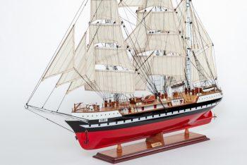 Maquette de collection montée du voilier Belem (90 cm), vue d'ensemble babord avant