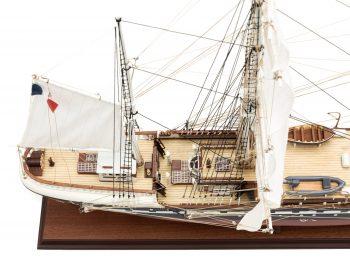 Maquette d'exposition entièrement montée – Mistral Maquettes - Belem (1/75 ème - 81 cm ) - vue plongeante pont arrière