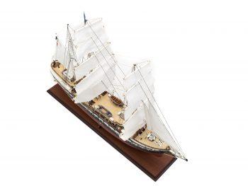 Maquette d'exposition entièrement montée – Mistral Maquettes - Belem (1/75 ème - 81 cm ) - vue plongeante tribord