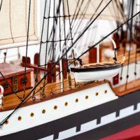 Maquette de collection montée du voilier Belem (90 cm), gros plan du pont vue tribord