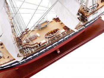 Maquette d'exposition entièrement montée – Mistral Maquettes - Belem (1/75ème - 81 cm) - vue plongeante pont central