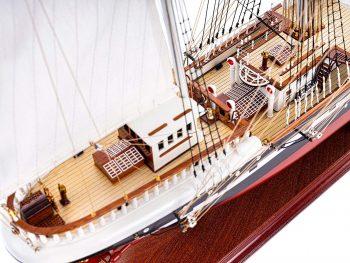 Maquette d'exposition entièrement montée – Mistral Maquettes - Belem (1/75ème - 81 cm) - vue plongeante tribord pont arrière