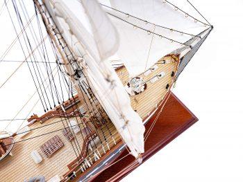 Maquette d'exposition entièrement montée – Mistral Maquettes - Belem (1/75 ème - 81 cm) - vue plongeante pont avant 2