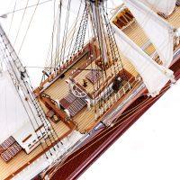 Maquette de collection montée du Belem (1/75ème - 81 cm) - vue plongeante pont central 1