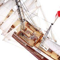 Maquette de collection montée du Belem (1/75ème - 81 cm) - vue plongeante pont central 2