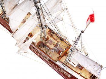 Maquette d'exposition entièrement montée – Mistral Maquettes - Belem (1/75ème - 81 cm) - vue plongeante pont central 2