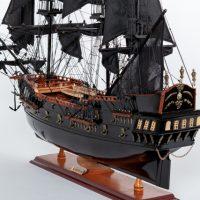 Maquette de collection montée du galion Black Pearl (88 cm), vue babord arrière