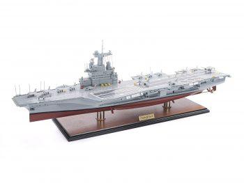 Maquette d'exposition entièrement montée - Mistral Maquettes - Porte-avions Charles de Gaulle (90 cm), vue globale latérale bâbord