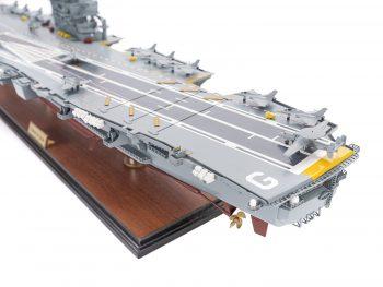 Maquette d'exposition entièrement montée - Mistral Maquettes - Porte-avions Charles de Gaulle (90 cm), vue pont d'envol bâbord arrière