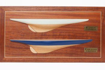 Demi-coque peinte de l'Endeavour et du Rainbow