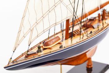 Maquette de collection montée de l'Endeavour (60 cm), vue détaillée du pont avant