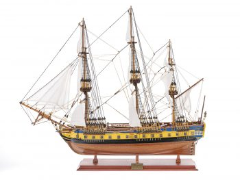 Maquette d'exposition entièrement montée – Mistral Maquettes – Frégate Hermione (75 cm), vue latérale bâbord