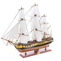 Maquette d'exposition entièrement montée – Mistral Maquettes – Frégate Hermione (75 cm), vue d'ensemble bâbord