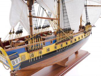 Maquette d'exposition entièrement montée – Mistral Maquettes – Frégate Hermione (75 cm), vue latérale tribord